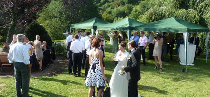 Hochzeit-im-Hotelgarten