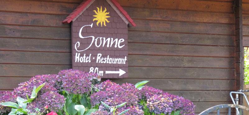 Hotel-Sonne-Wegweiser